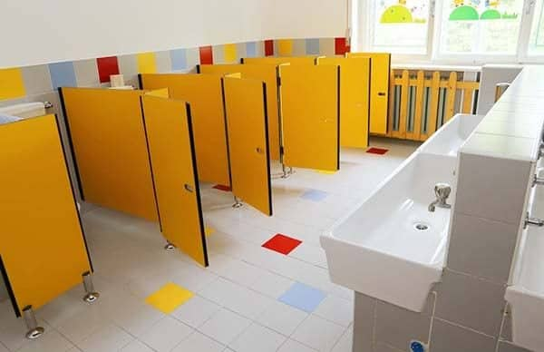 45110001 - small bath of a kindergarten without children